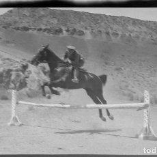 Fotografía antigua: AÑO 1920 - HIPICA, CABALLO, JINETE, ALCALÁ DE HENARES, MADRID - NEGATIVO DE FOTOGRAFÍA - 15 X 9 CMS. Lote 102111719