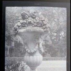 Fotografía antigua: AÑO 1926 - JARDINES PALACIO DE ARANJUEZ, MADRID - NEGATIVO DE FOTOGRAFÍA - 15 X 9 CMS. Lote 102114751
