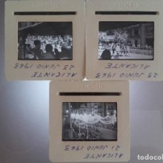 Fotografía antigua: ALICANTE 1963, LOTE 3 DIAPOSITIVAS, PASA-CALLES HOGUERAS SAN JUAN. Lote 127439019