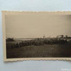 Fotografía antigua: FOTOGRAFÍA DE LA SEGUNDA GUERRA MUNDIAL, FOTO DE GRUPO, ESCRITA POR DETRÁS. Lote 128595816