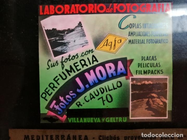 DIAPOSITIVA CRISTAL PUBLICIDAD SALAS DE CINE.PERFUMERIA FOTOS J.MORA VILLANUEVA Y GELTRU 1942-REF-ML (Fotografía Antigua - Diapositivas)