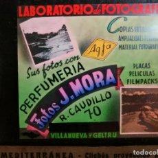 Fotografía antigua: DIAPOSITIVA CRISTAL PUBLICIDAD SALAS DE CINE.PERFUMERIA FOTOS J.MORA VILLANUEVA Y GELTRU 1942-REF-ML. Lote 149222326