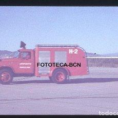 Fotografía antigua: OPERACION ICARO 80 AEROPUERTO BARCELONA EL PRAT CAMION BOMBEROS H-2 SIMULACRO CATASTROFE AÑO 1980. Lote 149465550