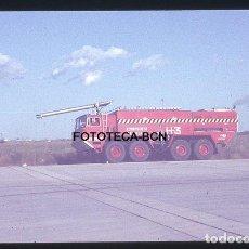 Fotografía antigua: OPERACION ICARO 80 AEROPUERTO BARCELONA EL PRAT CAMION BOMBEROS H-3 SIMULACRO CATASTROFE AÑO 1980. Lote 149465802