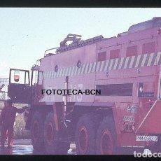 Fotografía antigua: OPERACION ICARO 80 AEROPUERTO EL PRAT VISTA TRASERA CAMION BOMBEROS H3 SIMULACRO CATASTROFE AÑO 1980. Lote 149466426