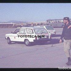 Fotografía antigua: OP. ICARO 80 AEROPUERTO EL PRAT CRUZ ROJA AMBULANCIA SEAT SIMULACRO CATASTROFE AÑO 1980. Lote 149467066