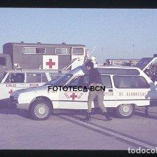 Fotografía antigua: OP. ICARO 80 AEROPUERTO EL PRAT CRUZ ROJA AMBULANCIA SEAT CITROEN SIMULACRO CATASTROFE AÑO 1980. Lote 149467366