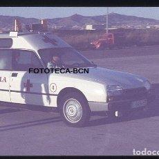 Fotografía antigua: OP. ICARO 80 AEROPUERTO EL PRAT CRUZ ROJA AMBULANCIA CITROEN GS SIMULACRO CATASTROFE AÑO 1980. Lote 149472318