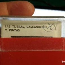 Fotografía antigua: DIAPOSITIVAS UNIDADES DIDACTICAS DE ENSEÑANZA PRIMARIA ENOSA TEMATICA LAS TIJERAS CASCANUECES Y PINZ. Lote 155715218