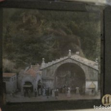 Fotografía antigua: MONTSERRAT-FUENTE DEL MILAGRO-FOTOGRAFIA DIAPOSITIVA CRISTAL COLOREADA-VER FOTOS(V-17.774). Lote 179536773