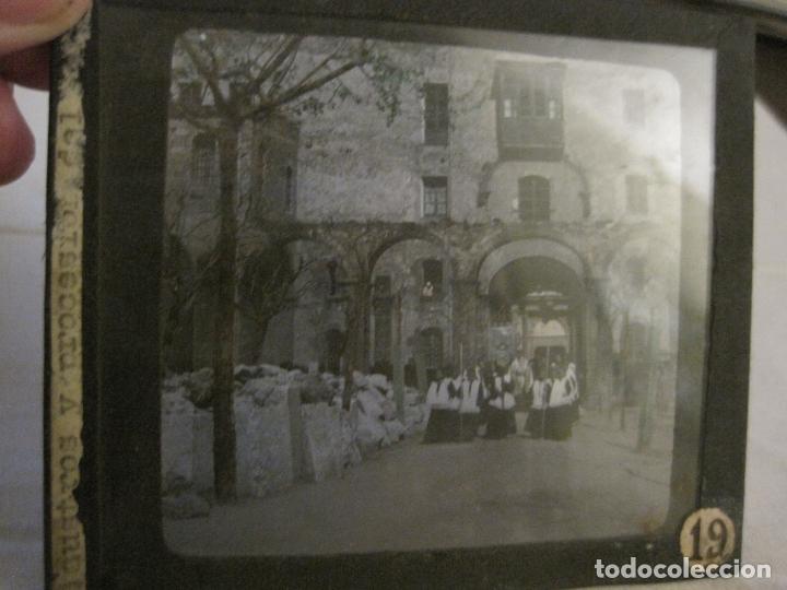 Fotografía antigua: MONTSERRAT-PROCESION-FOTOGRAFIA DIAPOSITIVA CRISTAL COLOREADA-VER FOTOS(V-17.770) - Foto 2 - 179537245
