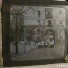 Fotografía antigua: MONTSERRAT-PROCESION-FOTOGRAFIA DIAPOSITIVA CRISTAL COLOREADA-VER FOTOS(V-17.770). Lote 179537245