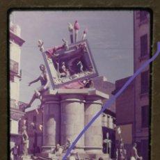Fotografía antigua: FOTOGRAFÍA EN DIAPOSITIVA.FALLA FERNANDO EL CATÓLICO ERUDITO ORELLANA.FALLAS DE VALENCIA.AÑOS 60.. Lote 223843690
