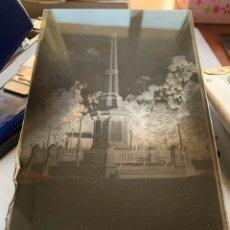 Fotografía antigua: PLACA DE CRISTAL. NEGATIVO. CASTELLÓN. MONUMENTO U OBELISCO A LOS MÁRTIRES DE LA LIBERTAD. FOTÓGRAFO. Lote 241930705