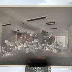 Fotografía antigua: NEGATIVO CELULOIDE. INTER ELECTRÓNICA S. A. SALA TÉCNICOS. HORTOLA FOTÓGRAFO. BARCELONA.. Lote 244496585