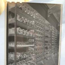 Fotografía antigua: NEGATIVO CELULOIDE. INTER ELECTRÓNICA S. A. SALA ALMACÉN. HORTOLA FOTÓGRAFO. BARCELONA.. Lote 244500400