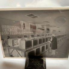 Fotografía antigua: NEGATIVO CELULOIDE. INTER ELECTRÓNICA S. A. ÚLTIMO CONTROL. HORTOLA FOTÓGRAFO. BARCELONA. Lote 244508085
