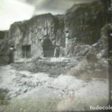 Fotografía antigua: GRECIA ATENAS PRISION DE SOCRATES CRISTAL PARA LINTERNA MAGICA - FINALES SIGLO XIX - H. CABRERIZO. Lote 262494535