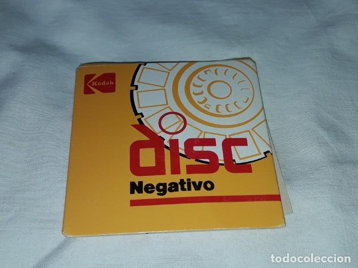 Fotografía antigua: Raro formato de foto negativo de disco Kodak - disco con 15 negativos fotografías familiares - Foto 2 - 262779275