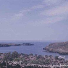 Fotografía antigua: GIRONA. CADAQUÉS. PORT LLIGAT. CASA DE DALÍ. PRECIOSA FOTO. C.1965. Lote 288515193