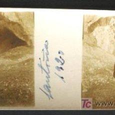 Fotografía antigua: SANTOÑA. RETRATO A LA ENTRADA DE LA GRUTA. AÑO 1920 - SANTANDER. Lote 16245975