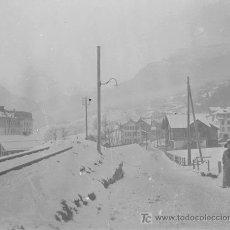 Fotografía antigua: TREN. VIAS DE TREN, PAISAJE NEVADO Y SEÑORA. CIRCA 1930. NEGATIVO ESTEREOSCÓPICO. Lote 26703724