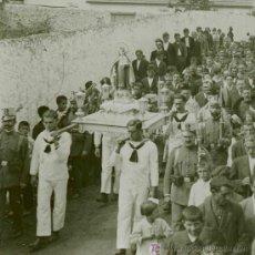 Fotografía antigua: PROCESIÓN, VIRGEN, MARINEROS, SOLDADOS Y MULTITUD. LUGAR SIN IDENTIFICAR. CIRCA 1915. Lote 14400602