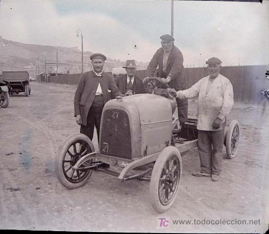 BARCELONA PROBABLEMENTE - COCHES ANTIGUOS, 1920'S. 2 CRISTALES NEGATIVOS ESTEREO 10,4X4,3 CM. (Fotografía Antigua - Estereoscópicas)