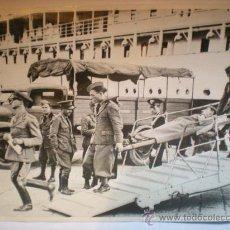 Fotografía antigua: FOTOGRAFIA ORIGINAL GUERRA CIVIL ESPAÑOLA - ITALIANOS HERIDOS DEL RETORNAN A NAPOLES - 14 JULIO 1937. Lote 22820646