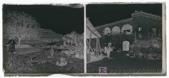 Fotografía antigua: Masia catalana. Fachada anterior de masia y dos señores. Doble toma. Circa 1925 - Foto 3 - 23681656