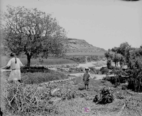 Fotografía antigua: Masia catalana. Fachada anterior de masia y dos señores. Doble toma. Circa 1925 - Foto 4 - 23681656
