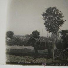 Fotografía antigua: CRISTAL ESTEREOSCÓPICO PP S.XX CARRO CON CABALLO. Lote 26425069