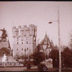 Fotografía antigua: SEGOVIA, EL ALCÁZAR Y MONUMENTO DAOIZ Y VELARDE. 1910'S. CRISTAL POSITIVO ESTEREO 6X13 CM.. Lote 21649051
