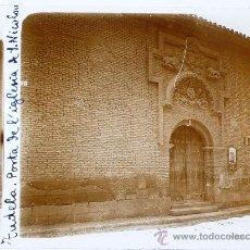 Fotografía antigua: TUDELA, NAVARRA, PUERTA DE LA IGLESA DE S. NICOLÁS, 1915'S. CRISTAL POSITIVO ESTEREO 6X13 CM. FXP. Lote 27041557