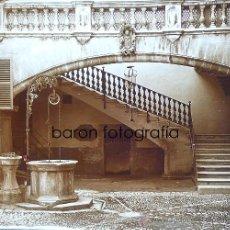 Fotografía antigua: PALMA DE MALLORCA, PATIO DE CASA OLESA, 1915. FOTO: SALVANY-NONELL. CRISTAL POSITIVO ESTEREO 6X13 CM. Lote 29198701