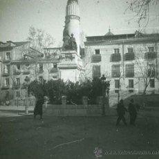Fotografía antigua: PLAZA Y MONUMENTO. MADRID. TRANSEHUNTES. C. 1905. Lote 30647524