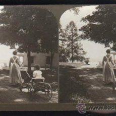 Fotografía antigua: FOTOGRAFIA. H.C. WHITE CO. 8412 JUDGE PARKER'S ATTRACTIVE GRANDCHILD TAKING A JINRIKISHA. Lote 32326649