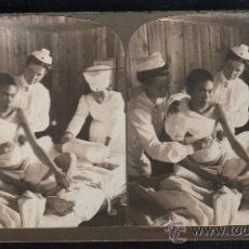 Fotografía antigua: FOTOGRAFIA. H.C. WHITE CO. 8364 AMERICAN AND JAPANESE RED CROSS NURSES ATTENDING A WOUNDED JAPANESE. Lote 32326677