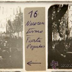 Photographie ancienne: NUMULITE C006 CRISTAL ESTEREOSCÓPICO FIESTA POPULAR GENTÍO GENTE ANIMADA DE ÉPOCA BANDERA. Lote 32757522