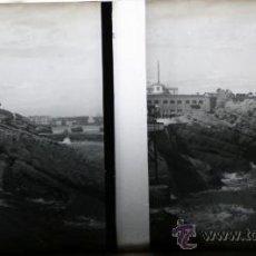 Fotografía antigua: POSITIVO ESTEREOSCOPICO DE CRISTAL - PUEBLO JUNTO AL MAR - CIRCA 1900. Lote 35878241