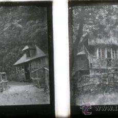 Fotografía antigua: POSITIVO ESTEREOSCOPICO DE CRISTAL - CASA EN EL BOSQUE - CIRCA 1900. Lote 35879412