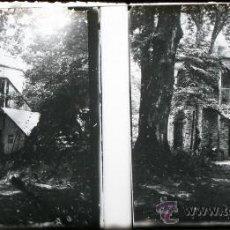 Fotografía antigua: POSITIVO ESTEREOSCOPICO DE CRISTAL - CASA EN EL BOSQUE - CIRCA 1900 - 2ª. Lote 35879447
