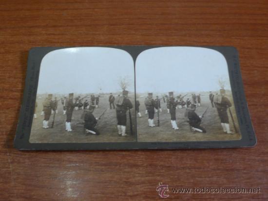 FOTOGRAFÍA ESTEREOSCÓPICA. ENSEÑANDO A VOLUNTARIOS A USAR SUS ARMAS. TOKIO, JAPÓN. 1904. (Fotografía Antigua - Estereoscópicas)