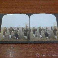Fotografía antigua: FOTOGRAFÍA ESTEREOSCÓPICA. ENSEÑANDO A VOLUNTARIOS A USAR SUS ARMAS. TOKIO, JAPÓN. 1904.. Lote 37492384