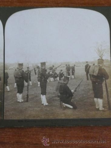 Fotografía antigua: FOTOGRAFÍA ESTEREOSCÓPICA. ENSEÑANDO A VOLUNTARIOS A USAR SUS ARMAS. TOKIO, JAPÓN. 1904. - Foto 2 - 37492384