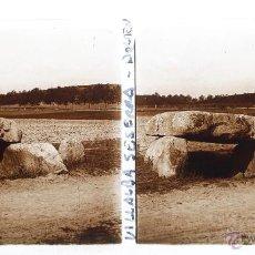 Fotografía antigua: DOLMEN A VILLALBA SESERRA, 1910'S. CRISTAL POSITIVO ESTEREO 6X13 CM. FOTO: FXP. Lote 48449238