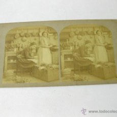 Fotografía antigua: FOTOGRAFIA ESTEREOSCOPICA DE DOS MUJERES EN UNA COCINA. Lote 50002780