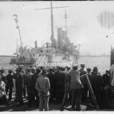 Fotografía antigua: SALIDA DE UN BARCO, 1920'S. BARCELONA POSIBLEMENTE, CRISTAL NEGATIVO 6X13 CM.. Lote 51007177