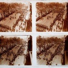 Fotografía antigua: BARCELONA, DESFILE POR IDENTIFICAR, 1920'S. 2 CRISTALES POSITIVOS 6X13 CM.. Lote 51009486