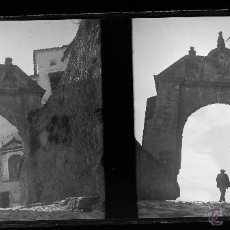 Fotografía antigua: RONDA, PROV. DE MÁLAGA - PUERTA DE FELIPE V. 1915'S. CRISTAL NEGATIVO ESTEREO 6X13 CM.. Lote 52132673